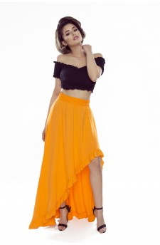 Skirt with ruffles and an elongated back
